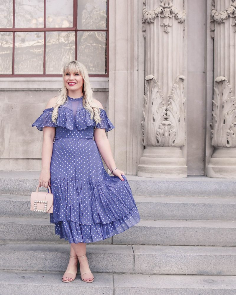 Five Tips for Dressing a Curvy Figure by popular California blogger Lizzie in Lace