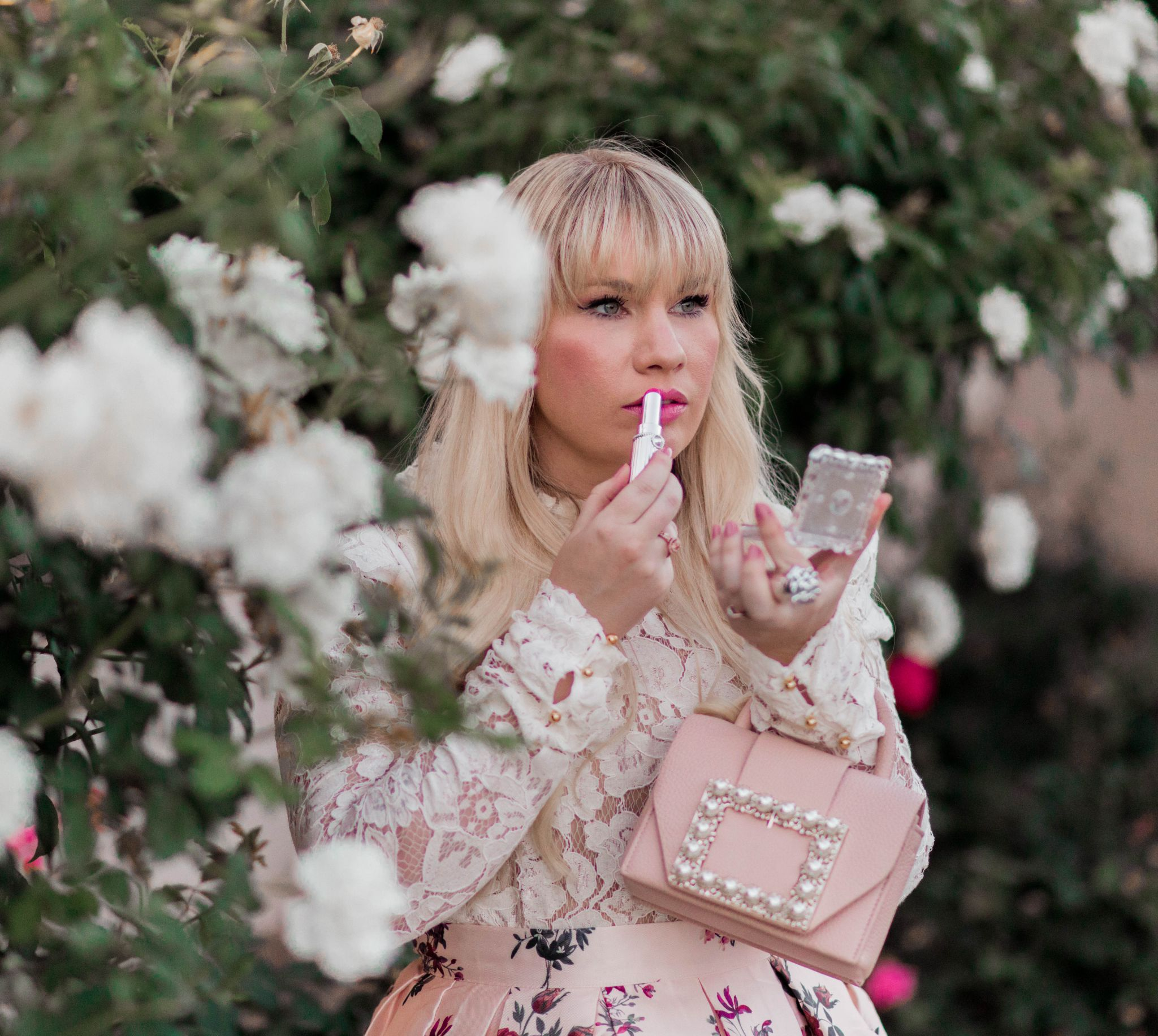 California fashion blogger, Elizabeth Hugen, wear pink Jill Stuart lipstick.