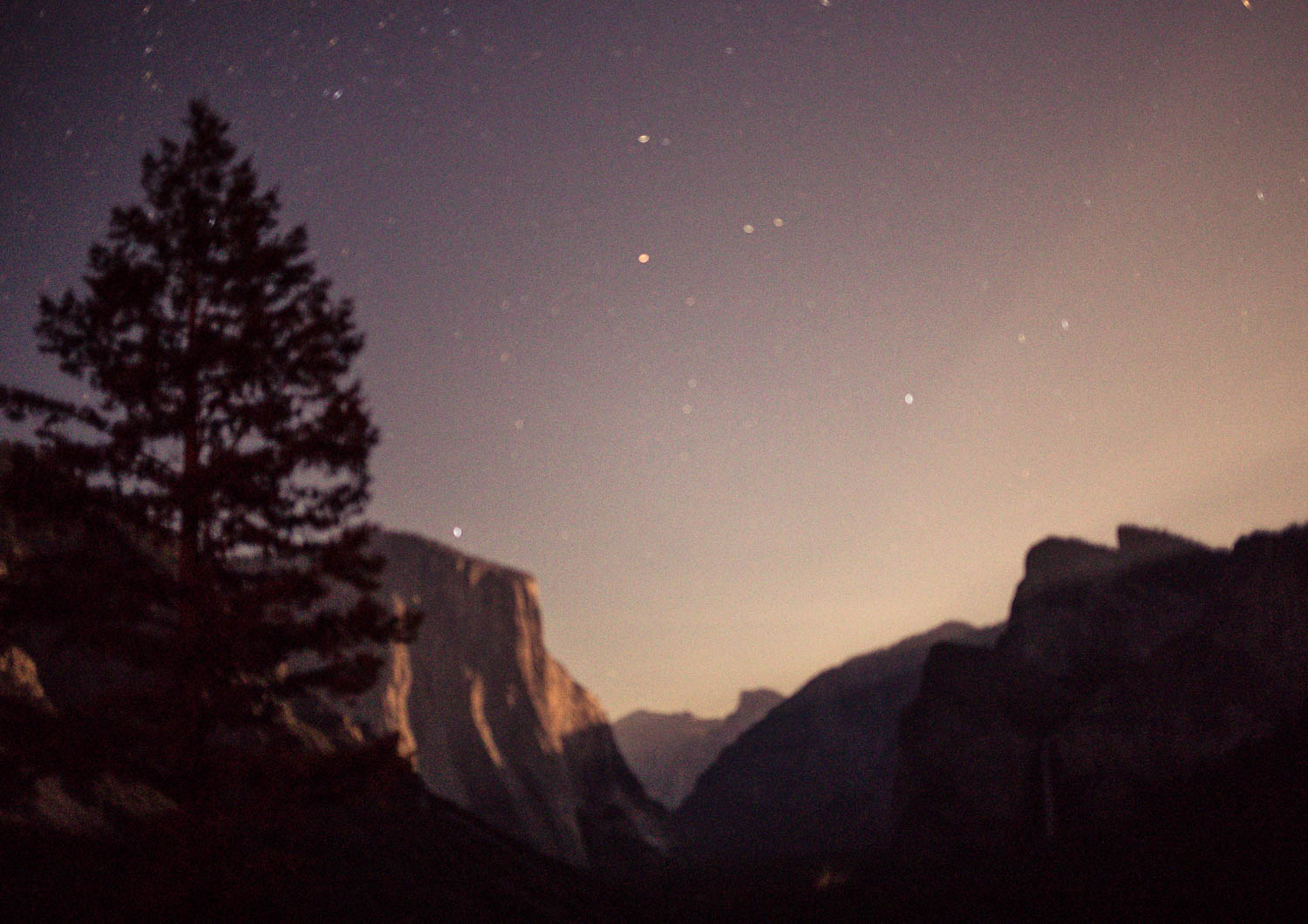 Elizabeth Hugen of Lizzie in Lace shares favorite things to do in Yosemite including stargazing at Tunnel View!
