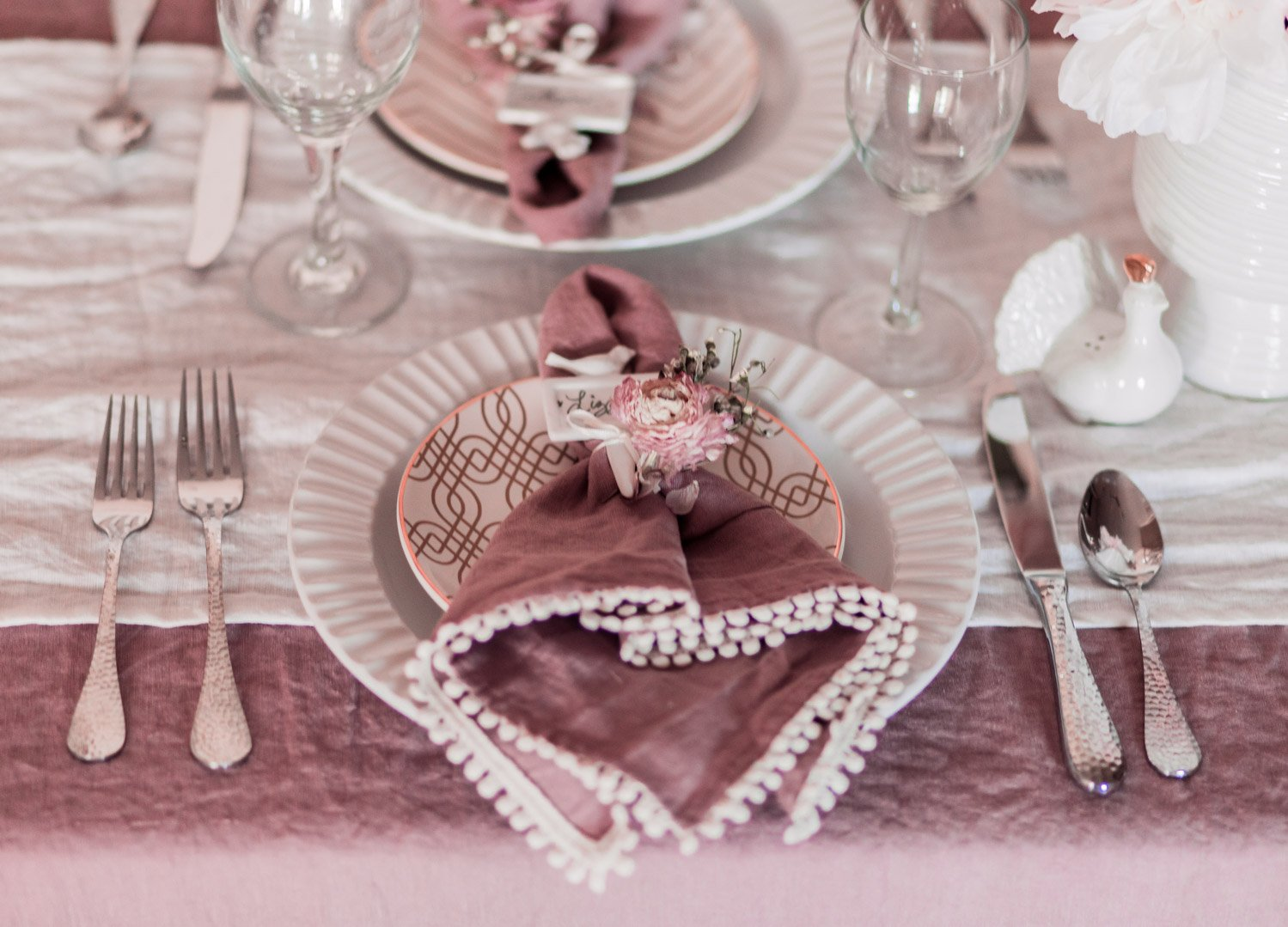 Elizabeth Hugen of Lizzie in Lace shares her feminine home decor, a mix of vintage finds and romantic style!