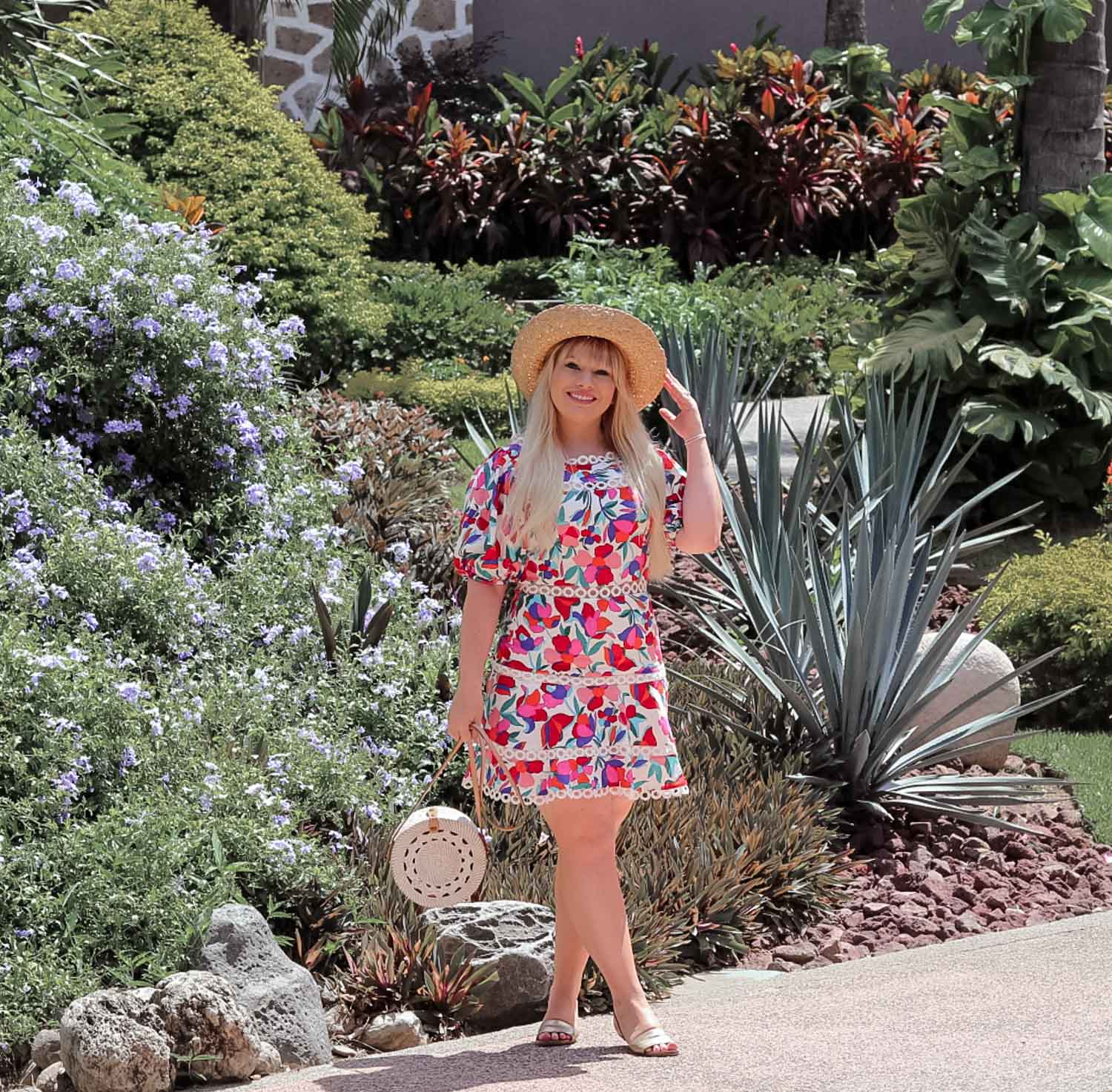 Elizabeth Hugen of Lizzie in Lace styles a summer hat with her Puerto Vallarta outfit!