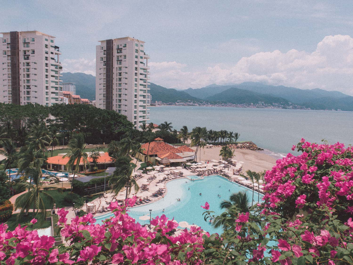 Elizabeth Hugen of Lizzie in Lace shares her Marriott Puerto Vallarta review.