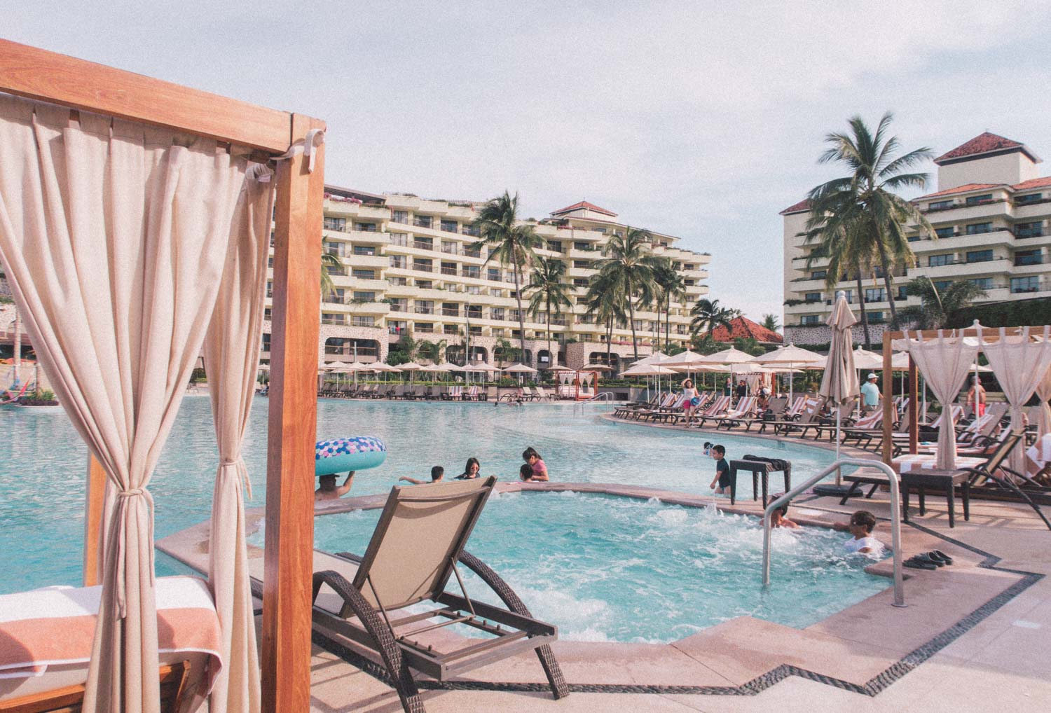 Elizabeth Hugen of Lizzie in Lace shares the Marriott Puerto Vallarta pool area!