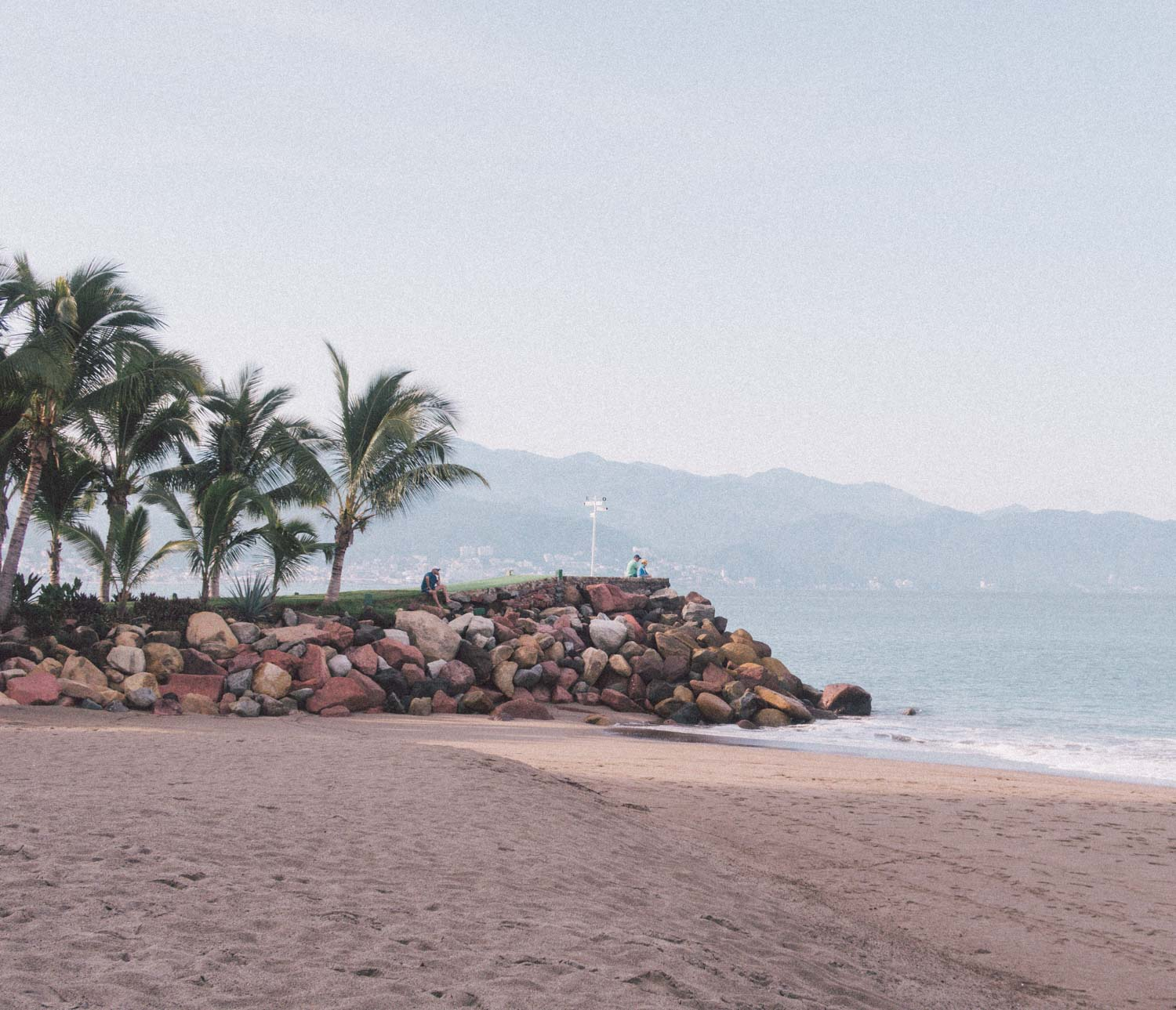 Elizabeth Hugen of Lizzie in Lace shares the Marriott Puerto Vallarta beach area!