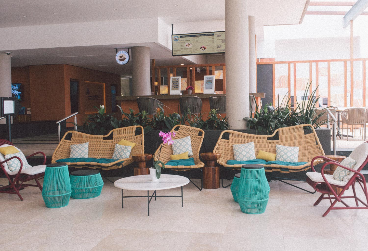 Elizabeth Hugen of Lizzie in Lace shares the Marriott Puerto Vallarta lobby!