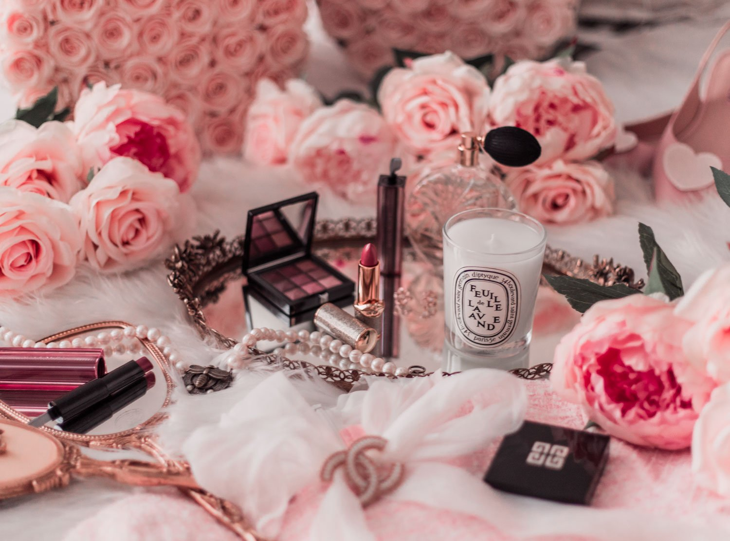 Elizabeth Hugen of Lizzie in Lace shares for October 2019 beauty faves including a Diptyque, Givenchy beauty and Pat McGrath!