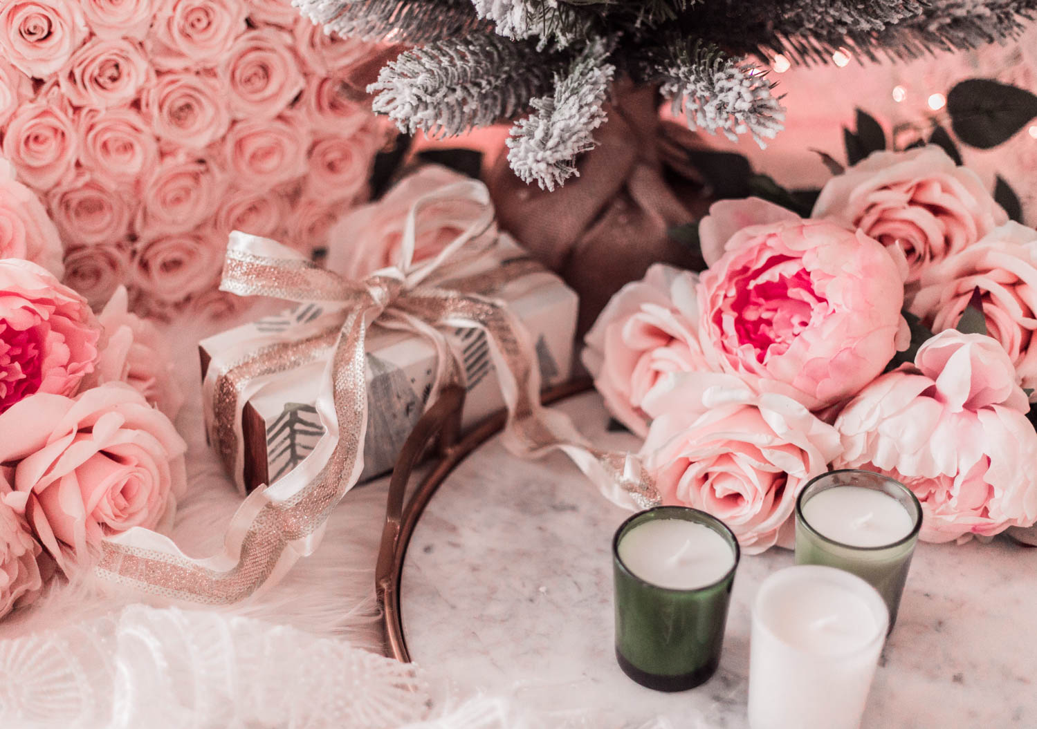 Elizabeth Hugen of Lizzie in Lace shares the illume candles holiday gift set for Christmas!