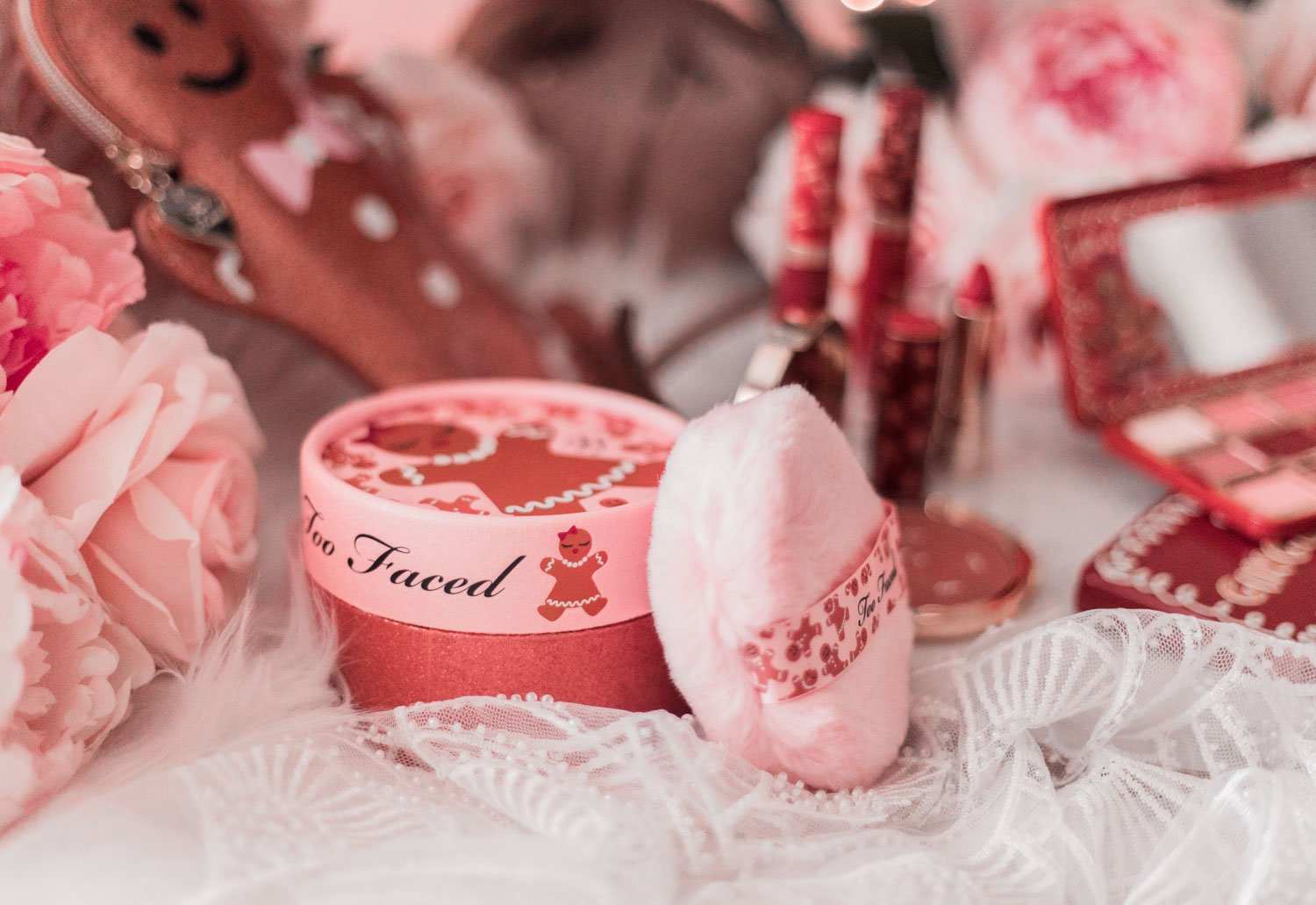 Elizabeth Hugen of Lizzie in Lace shares the too faced holiday gift set for Christmas!