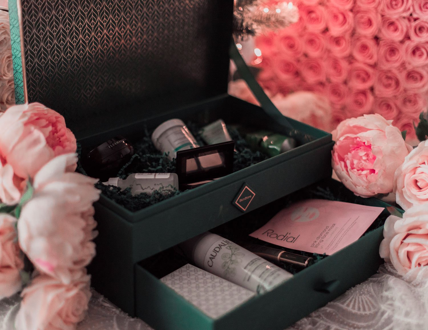 Elizabeth Hugen of Lizzie in Lace shares her beauty holiday gift guide including the skinstore evergreen holiday collection
