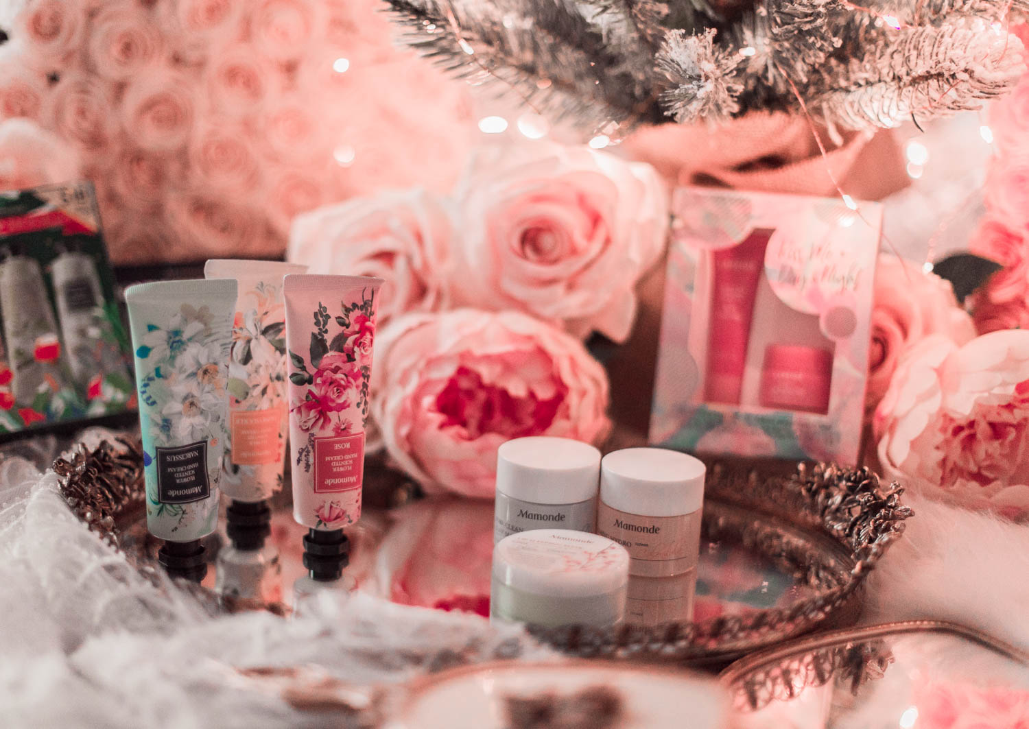 Elizabeth Hugen of Lizzie in Lace shares her beauty holiday gift guide including Mamonde and Laneige holiday gift sets