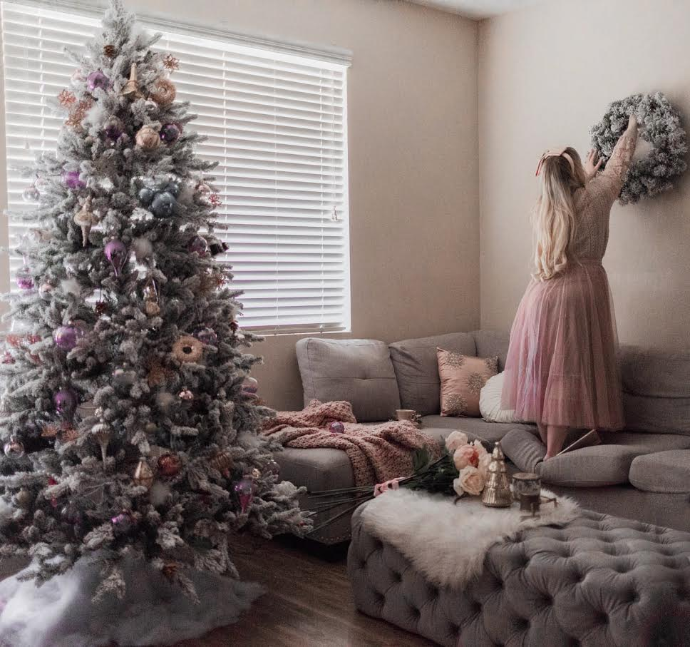 Elizabeth Hugen of Lizzie in Lace shares her feminine christmas tree