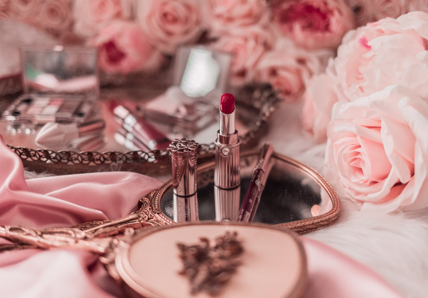 Elizabeth Hugen of Lizzie in Lace shares her favorite Jill Stuart makeup