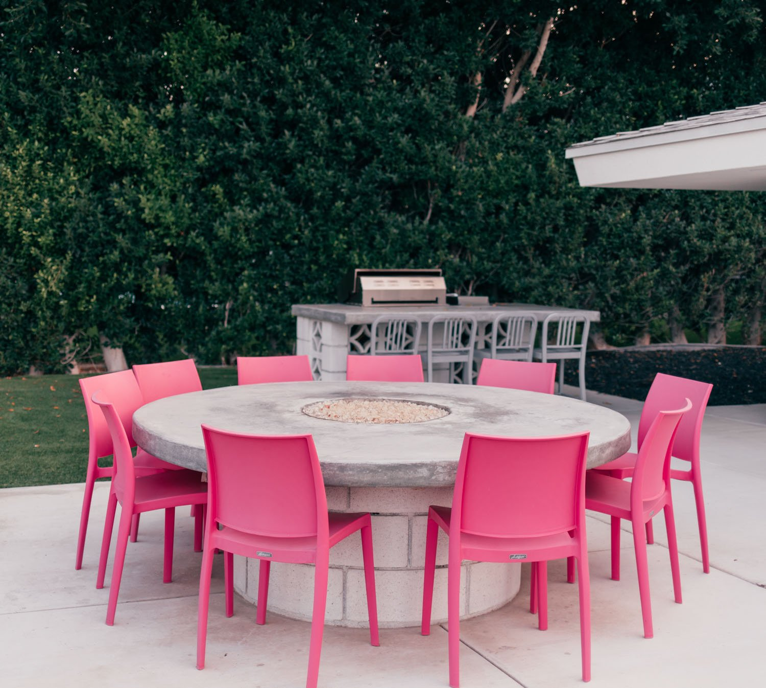 Elizabeth Hugen of Lizzie in Lace shares pink Palm Springs home decor