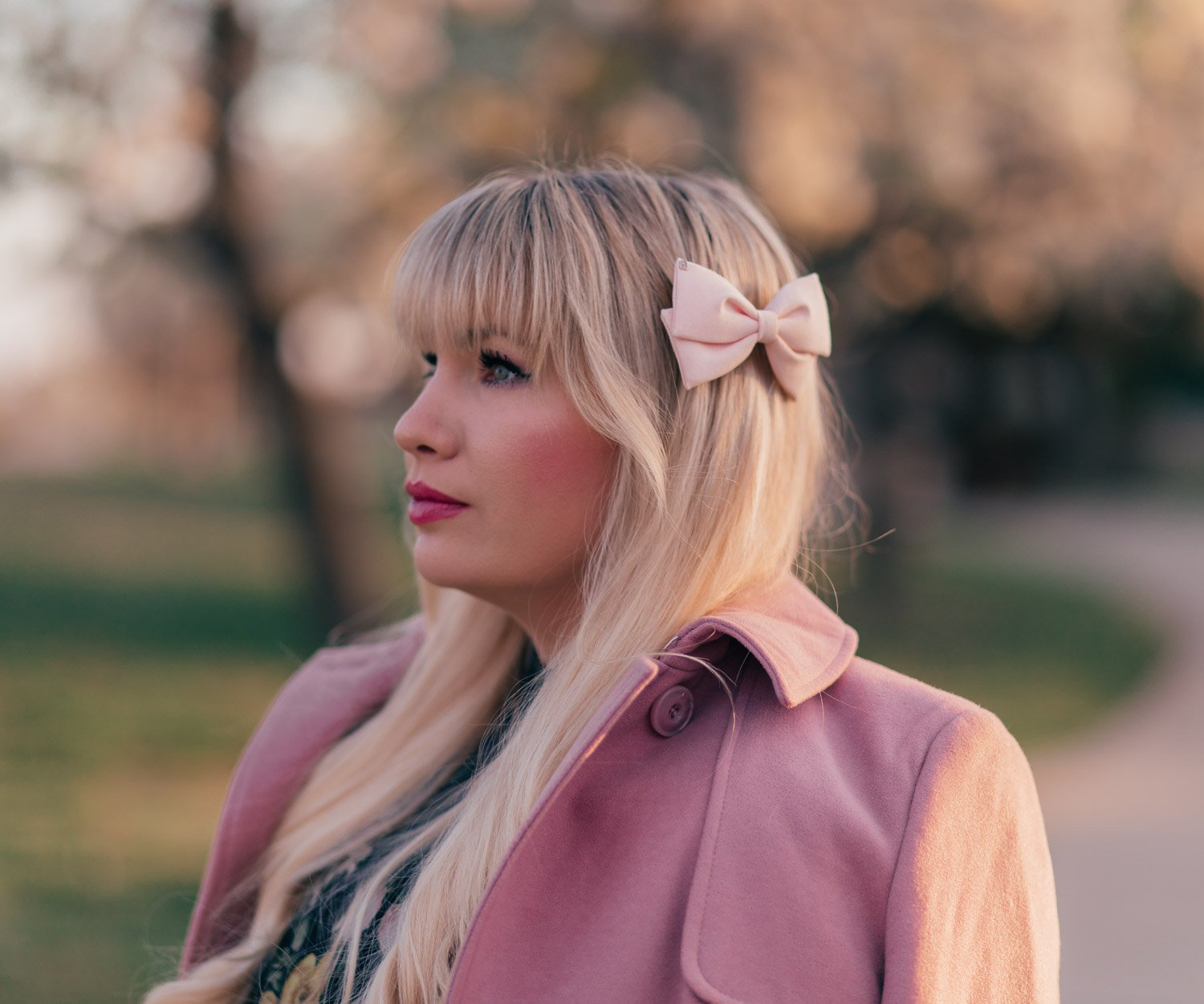 Elizabeth Hugen of Lizzie in Lace styles a pink hair bow and shares fashion trends for petites