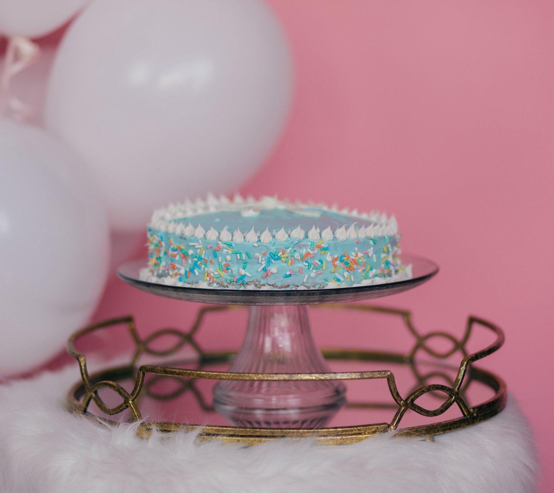 Fashion blogger Elizabeth Hugen shares her Breakfast at Tiffany's inspired cake recipe