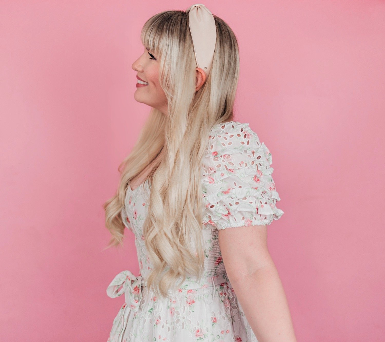 Elizabeth Hugen of Lizzie in Lace shares 5 simple summer hairstyles using hair accessories including a blush pink headband