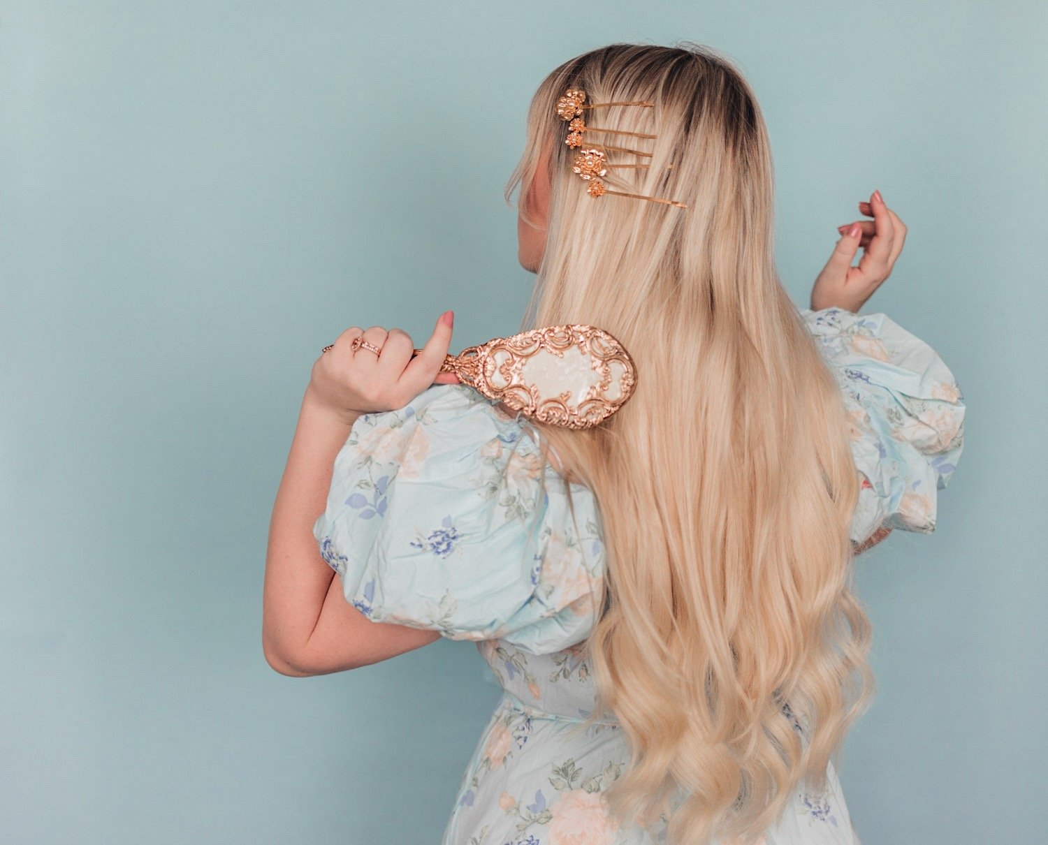 Elizabeth Hugen of Lizzie in Lace shares 5 simple summer hairstyles using hair accessories including pretty gold floral bobby pins