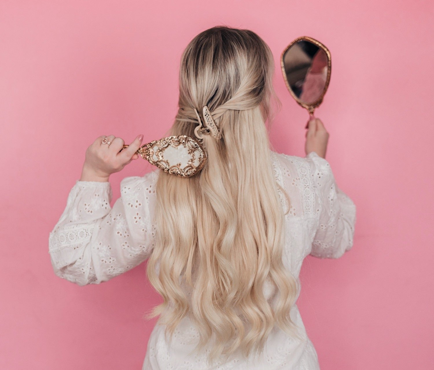 Elizabeth Hugen of Lizzie in Lace shares 5 simple summer hairstyles using hair accessories including a gorgeous embellished jaw clip