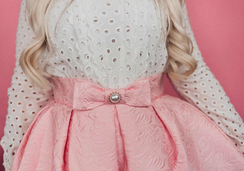 Fashion blogger Elizabeth Hugen of Lizzie in Lace shares creative ways to wear earrings without pierced ears