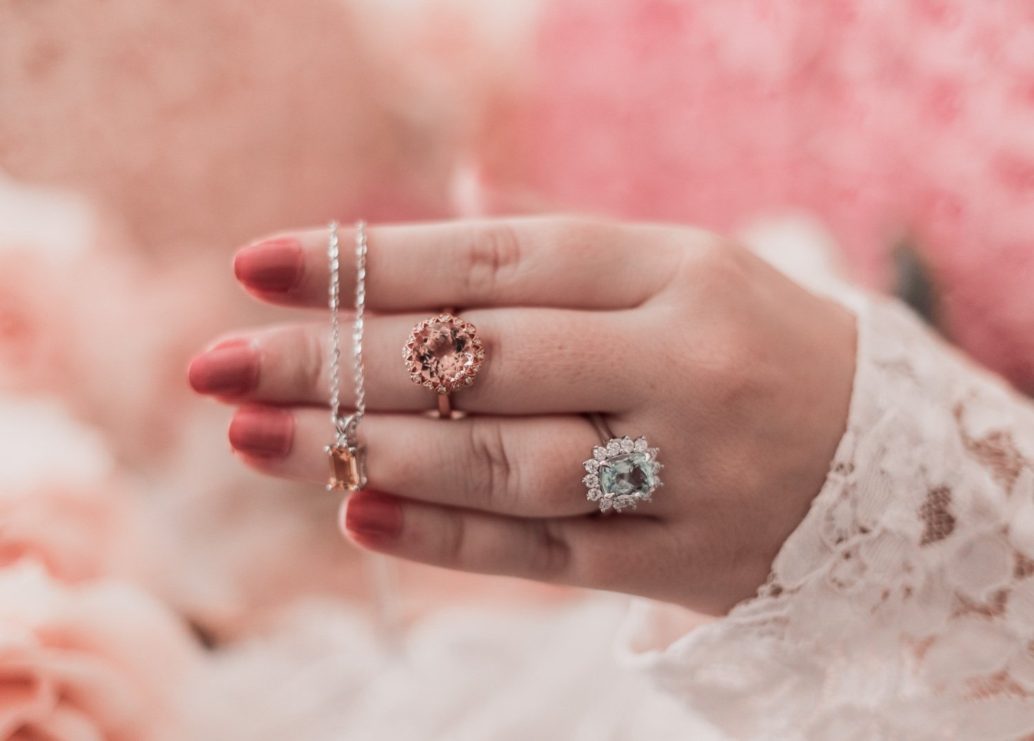 Fashion Blogger Elizabeth Hugen of Lizzie in Lace shares how to get free jewelry with the Angara referral program