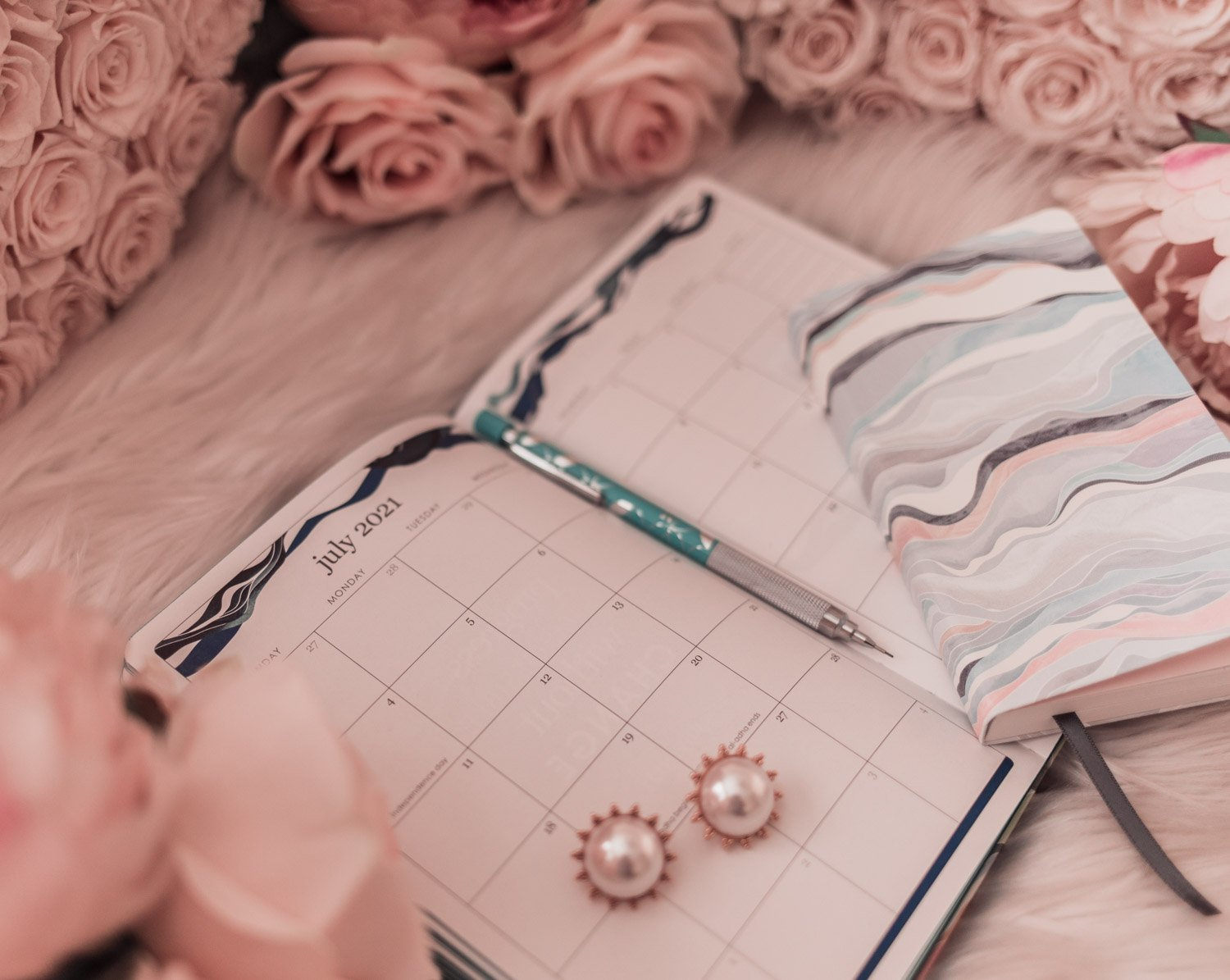 Blogger Elizabeth Hugen of Lizzie in Lace shares the Best Planners and Organizers for 2021 from Erin Condren