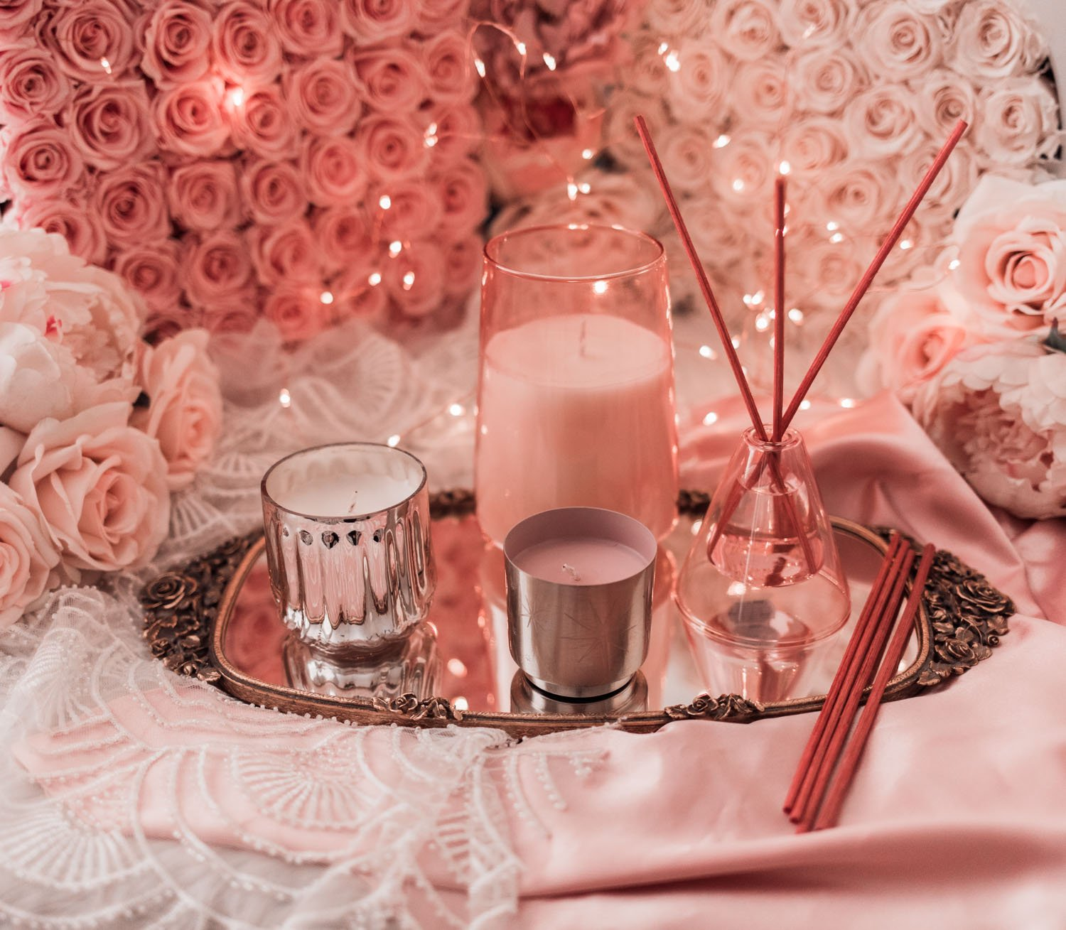 Fashion Blogger Elizabeth Hugen of Lizzie in Lace shares her Pretty Pink Holiday Gift Guide including these Pink Pine Illume candles