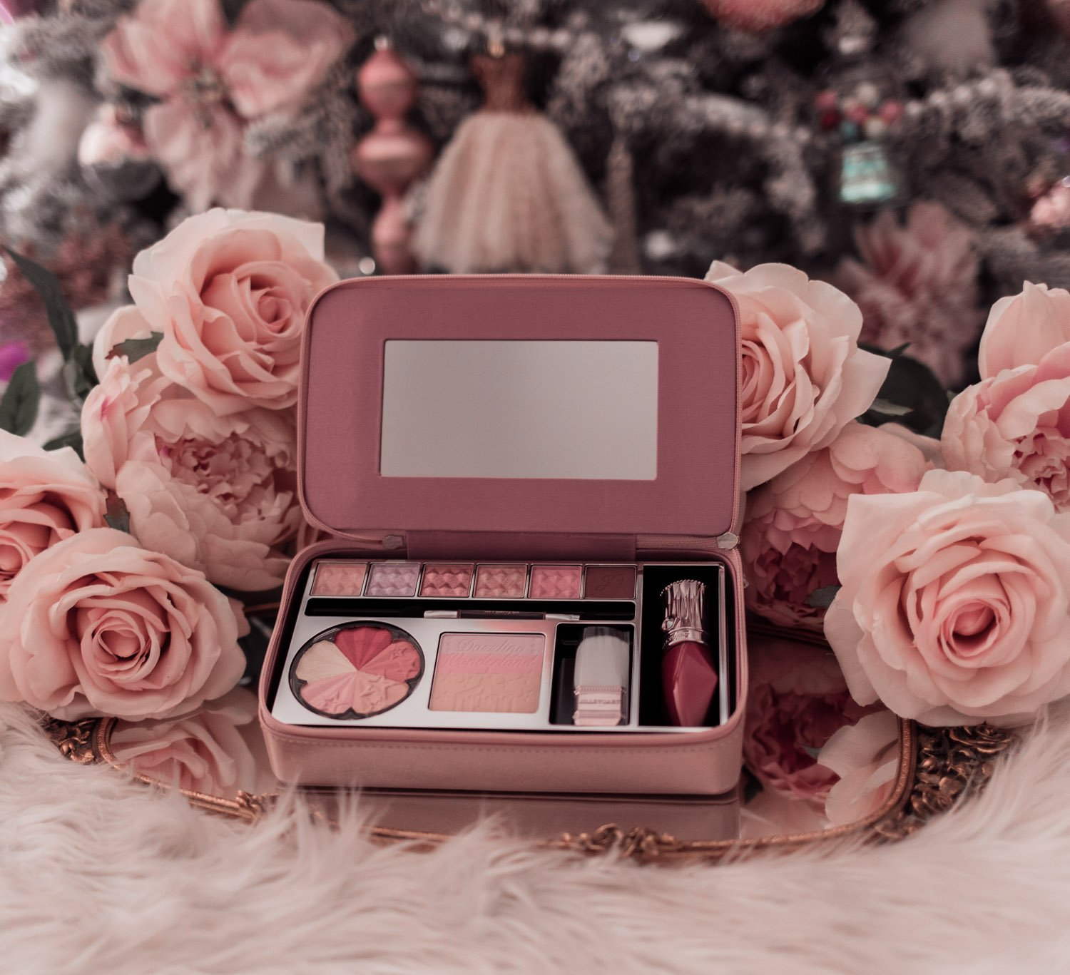 Fashion Blogger Elizabeth Hugen of Lizzie in Lace shares holiday beauty gifts to gift yourself including this adorable Jill Stuart Beauty Dazzling Wonderland set