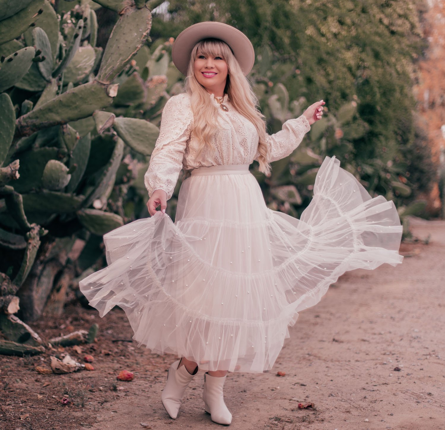 Fashion Blogger Elizabeth Hugen shares tips on How to Style a Rancher Hat in a Feminine Way and wears a Chicwish tulle skirt and Gigi Pip Monroe hat