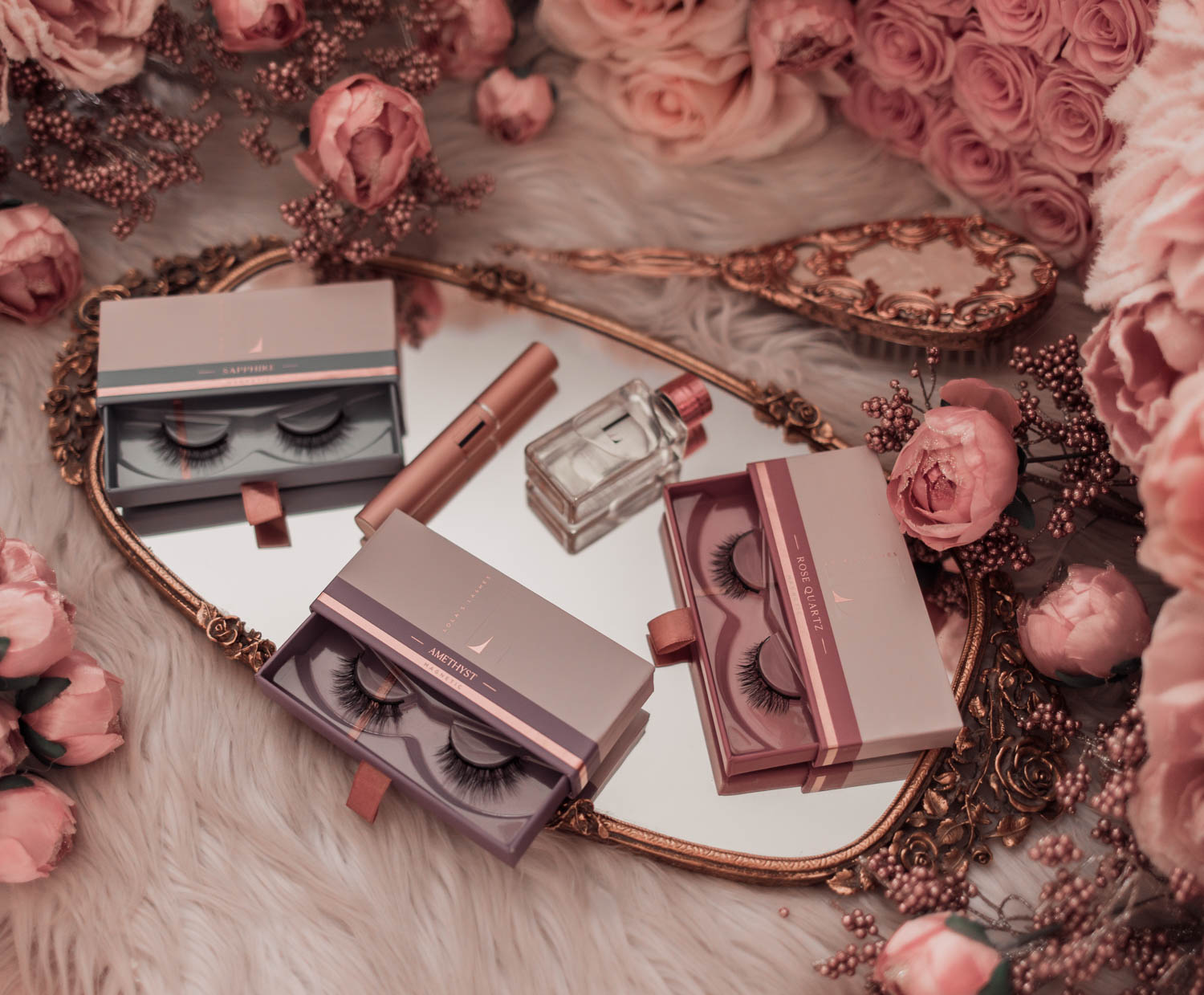 Feminine fashion blogger Elizabeth Hugen of Lizzie in Lace shares the Best Mother's Day gift ideas in her Mother's Day gift guide including these Lola's Lashes magnetic lashes