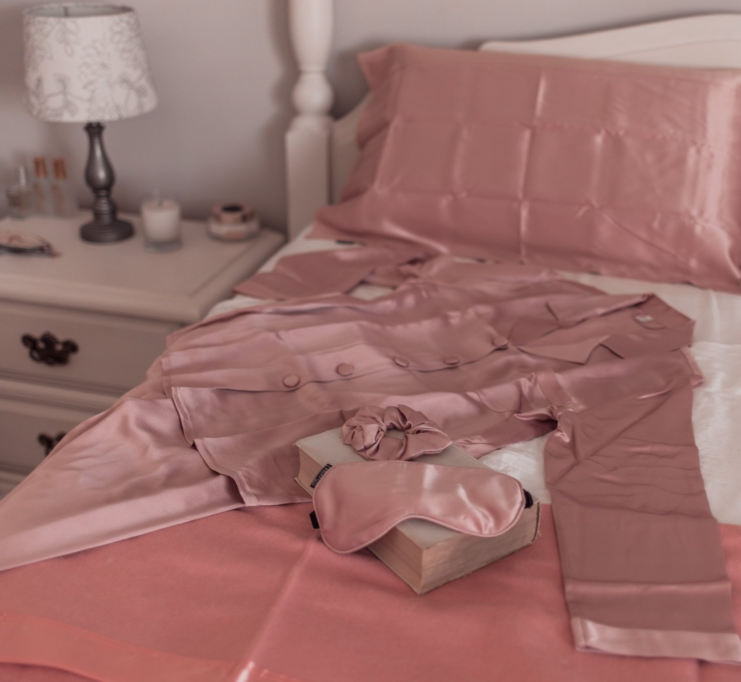 Feminine fashion blogger Elizabeth Hugen of Lizzie in Lace shares the Best Mother's Day gift ideas in her Mother's Day gift guide including these Lilysilk silk pajamas