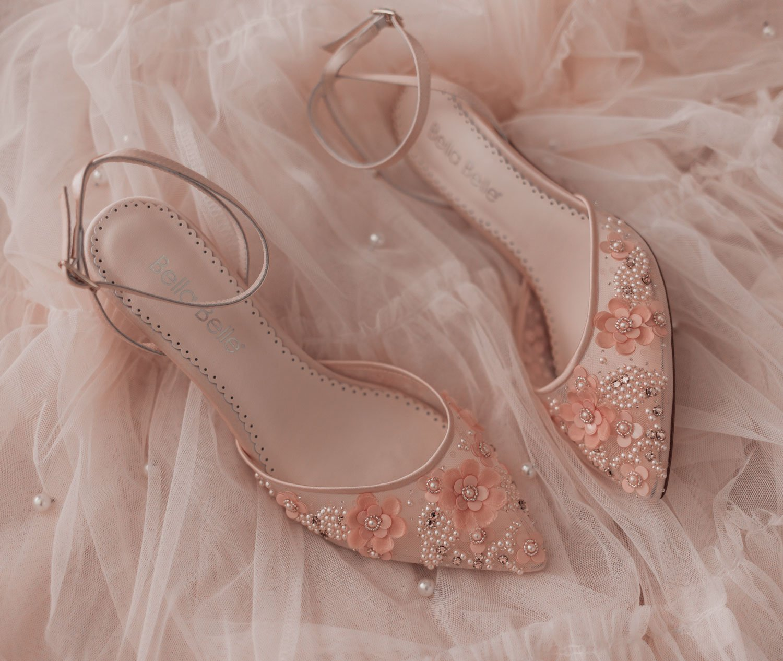 Feminine fashion blogger Elizabeth Hugen of Lizzie in Lace shares an honest Bella Bella Shoes Review and Feminine Shoe Haul including the Bella Belle Rosa blush shoe