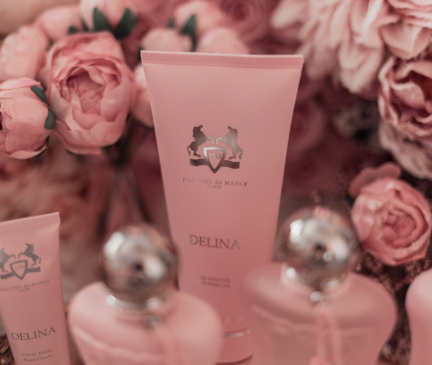 Feminine fashion blogger Elizabeth Hugen of Lizzie in Lace shares the entire Perfums de Marly Delina Collection including the Delina shower gel