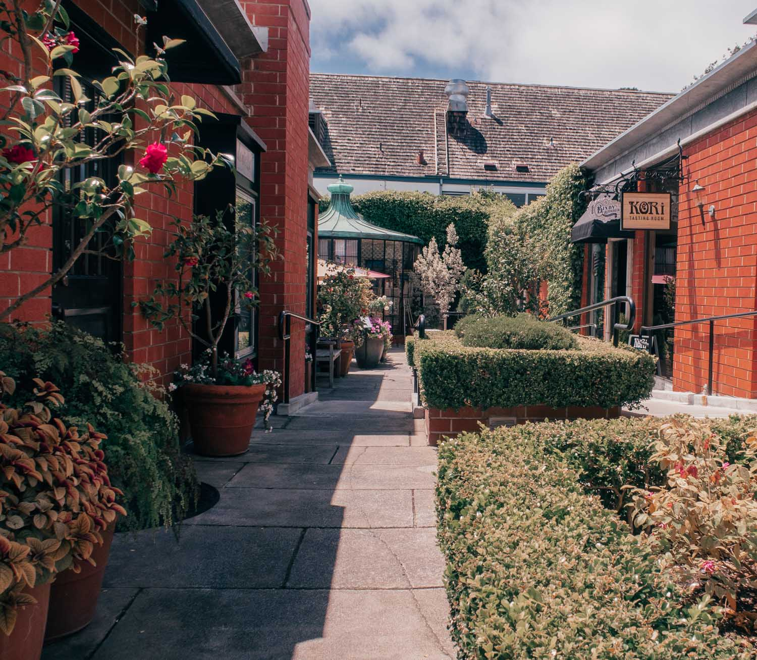 Fashion Blogger Elizabeth Hugen of Lizzie in Lace shares what to do in Carmel by-the-sea including exploring downtown Carmel by-the-sea