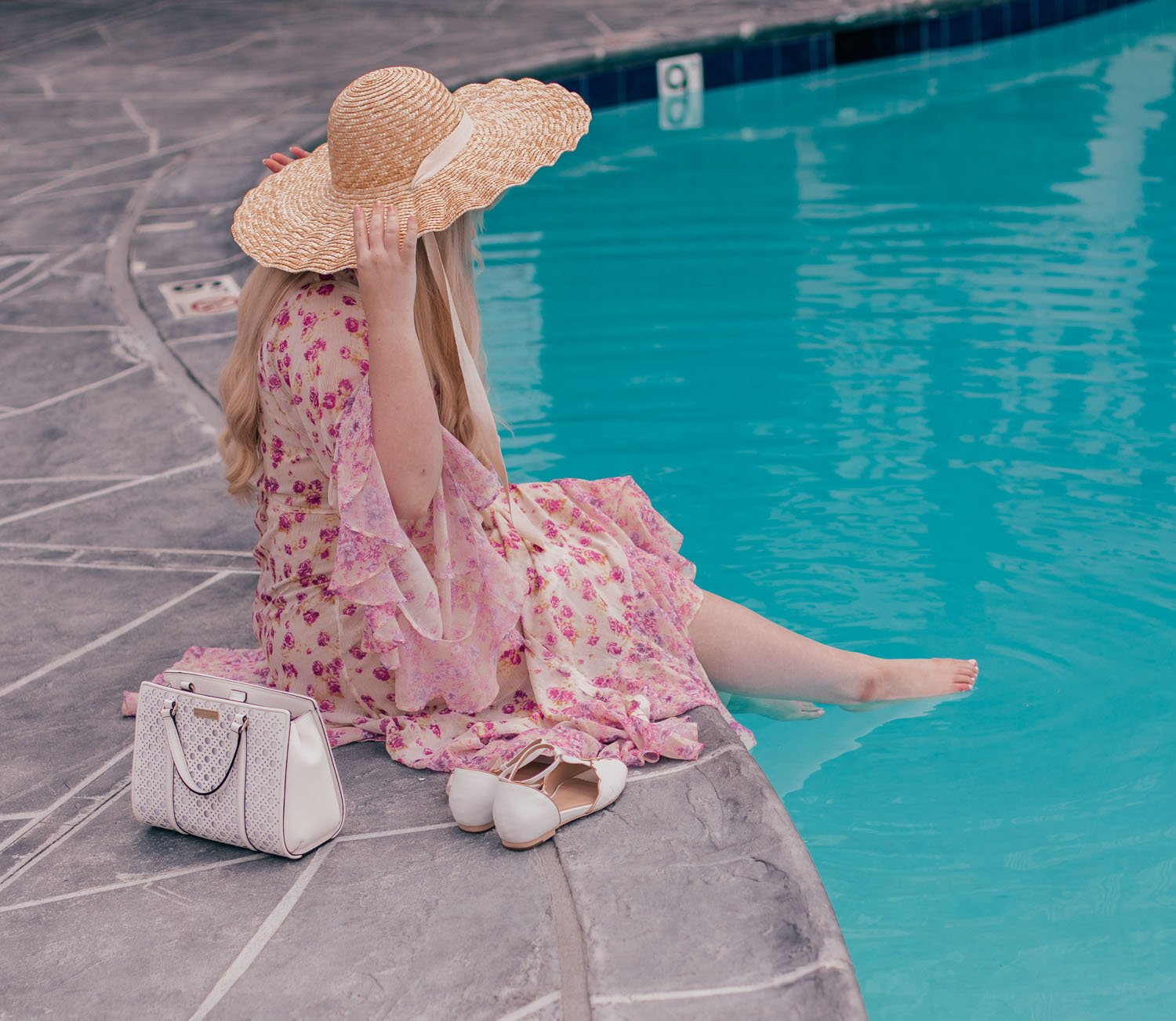 Feminine fashion blogger Elizabeth Hugen of Lizzie in Lace shares her favorite beach outfit including the Lack of Color Dolce Hat