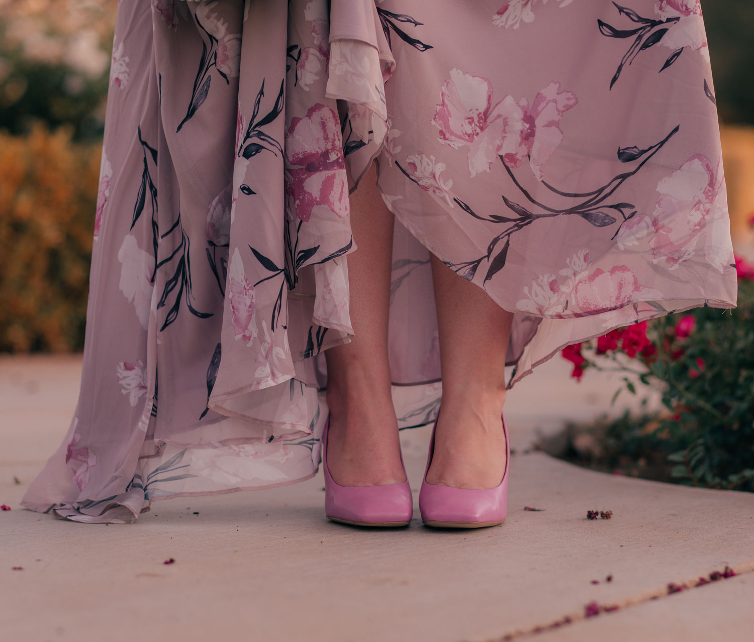 Feminine fashion blogger Elizabeth Hugen of Lizzie in Lace shares A Flattering Maxi Dress for Every Body Type including this floral Chicwish maxi dress and purple Franco Sarto heels