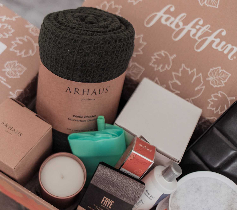 Feminine Fashion Blogger Elizabeth Hugen of Lizzie in Lace shares a peek into the FabFitFun Fall Box