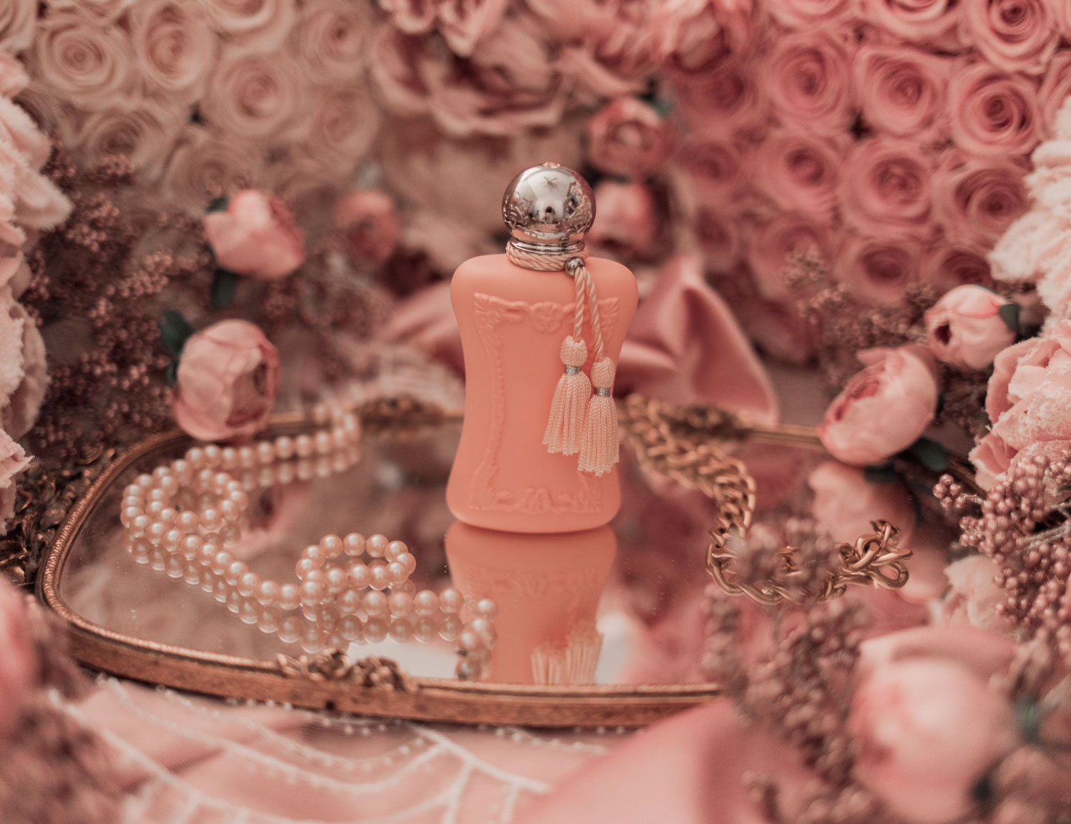 Feminine fashion and beauty blogger Elizabeth Hugen of Lizzie in Lace shares the Parfums de Marly feminine perfume collection including Cassili