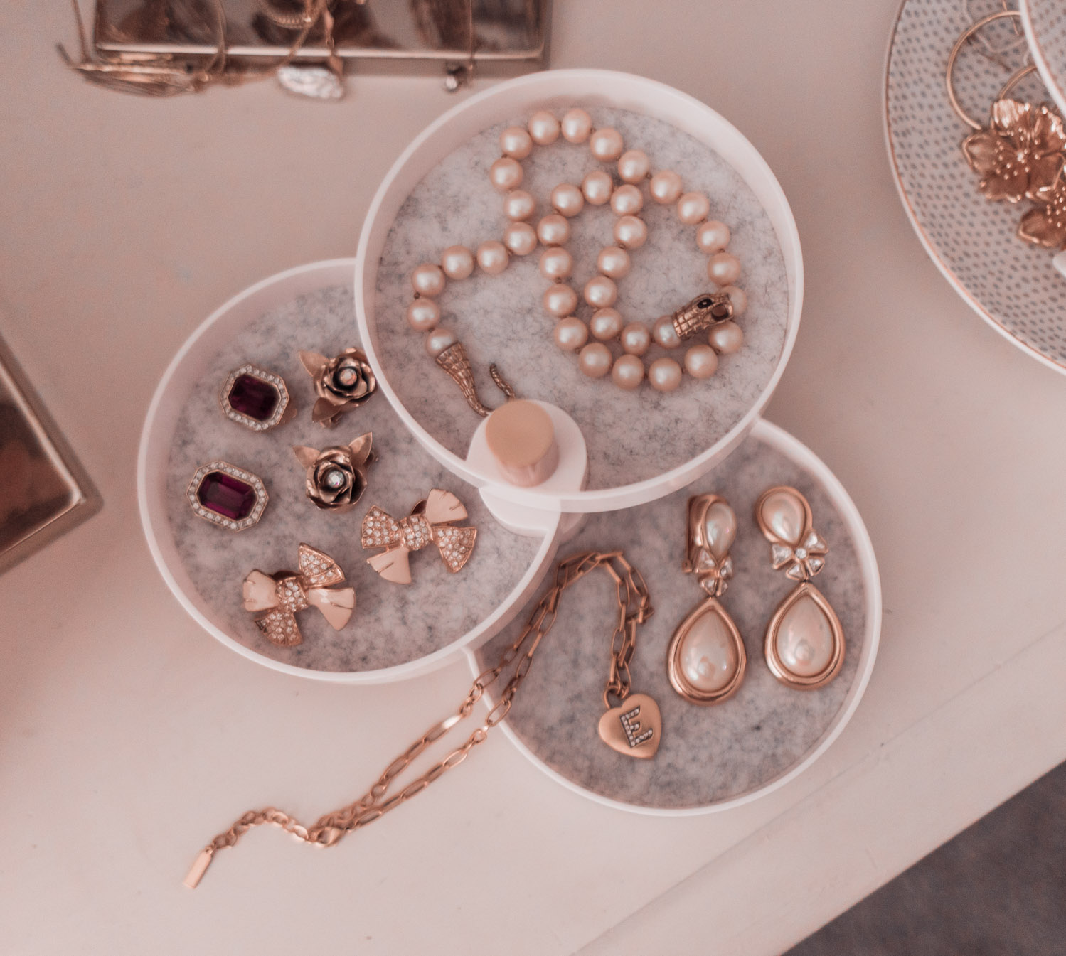 Feminine Fashion Blogger Elizabeth Hugen of Lizzie in Lace shares a peek into the FabFitFun Fall Box including the The2Bandits Catchall Tray