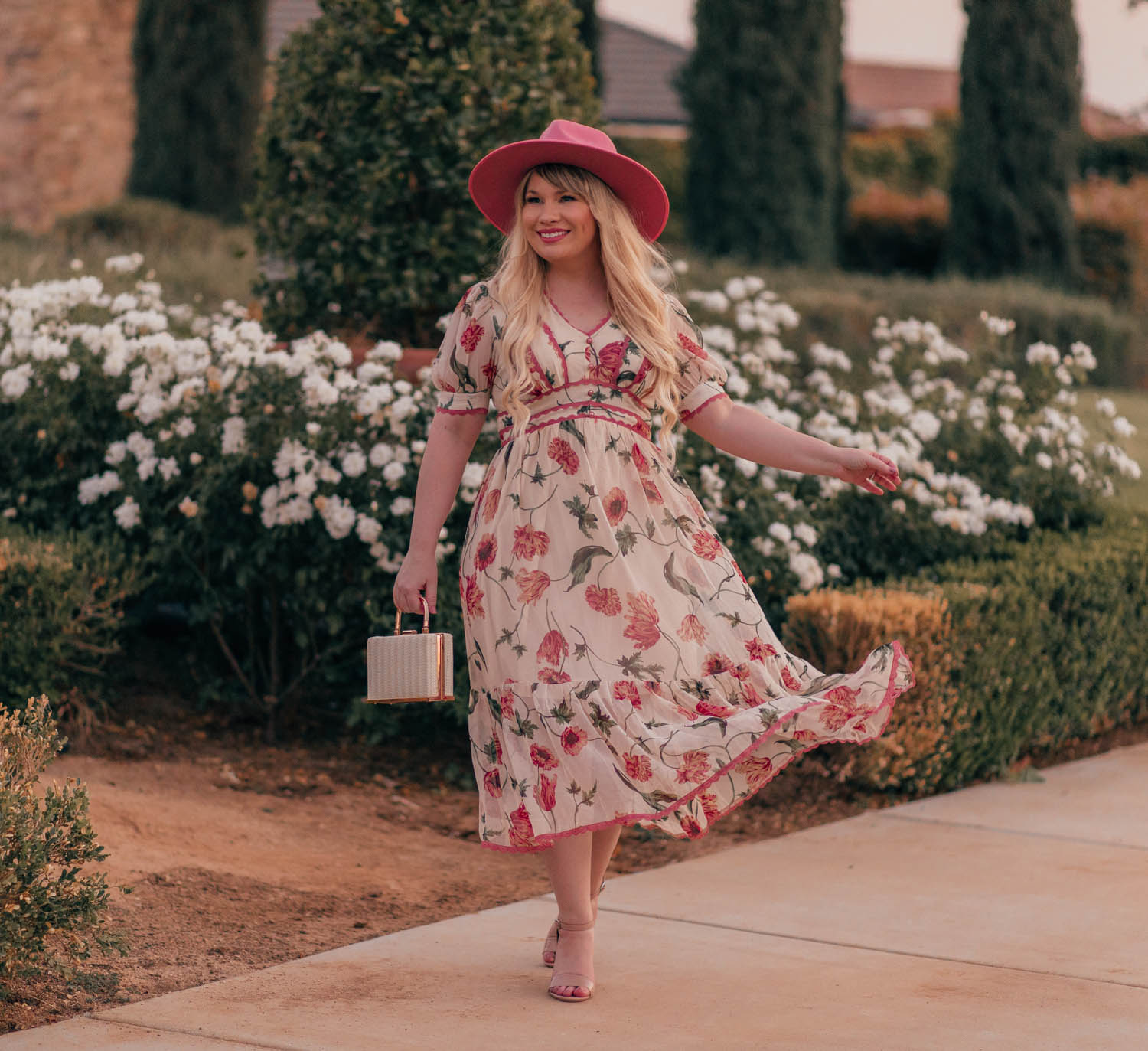 Feminine Fashion Blogger Elizabeth Hugen of Lizzie in Lace shares how to Transition a Floral Dress to Fall in 3 Ways with this gorgeous floral chicwish dress