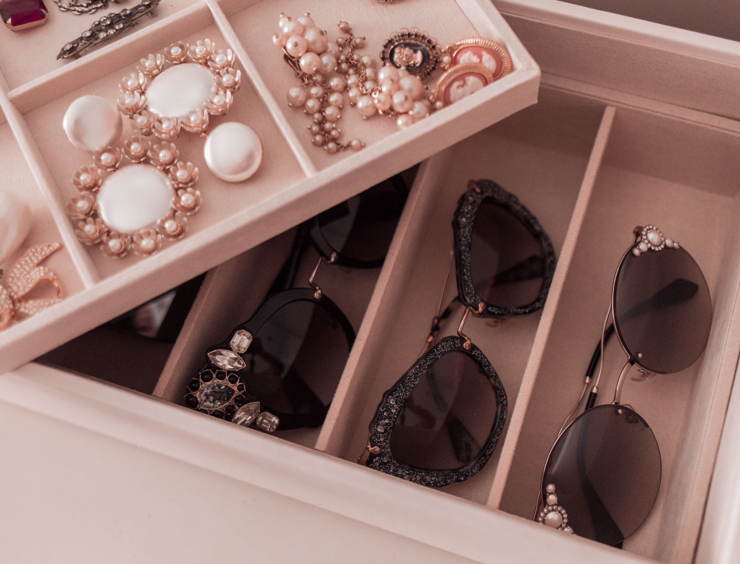 Feminine Fashion Blogger Elizabeth Hugen of Lizzie in Lace shares 4 incredible jewelry box options from WOLF 1834 along with tips on how to organize and store your jewelry collection